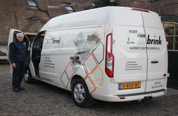Bedrijfsbus van Van den Brink Werkplektechniek