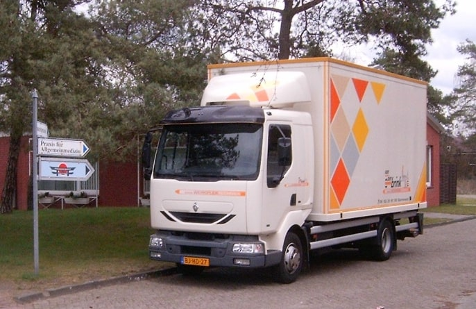 Vrachtwagen van Van den Brink Werkplektechniek